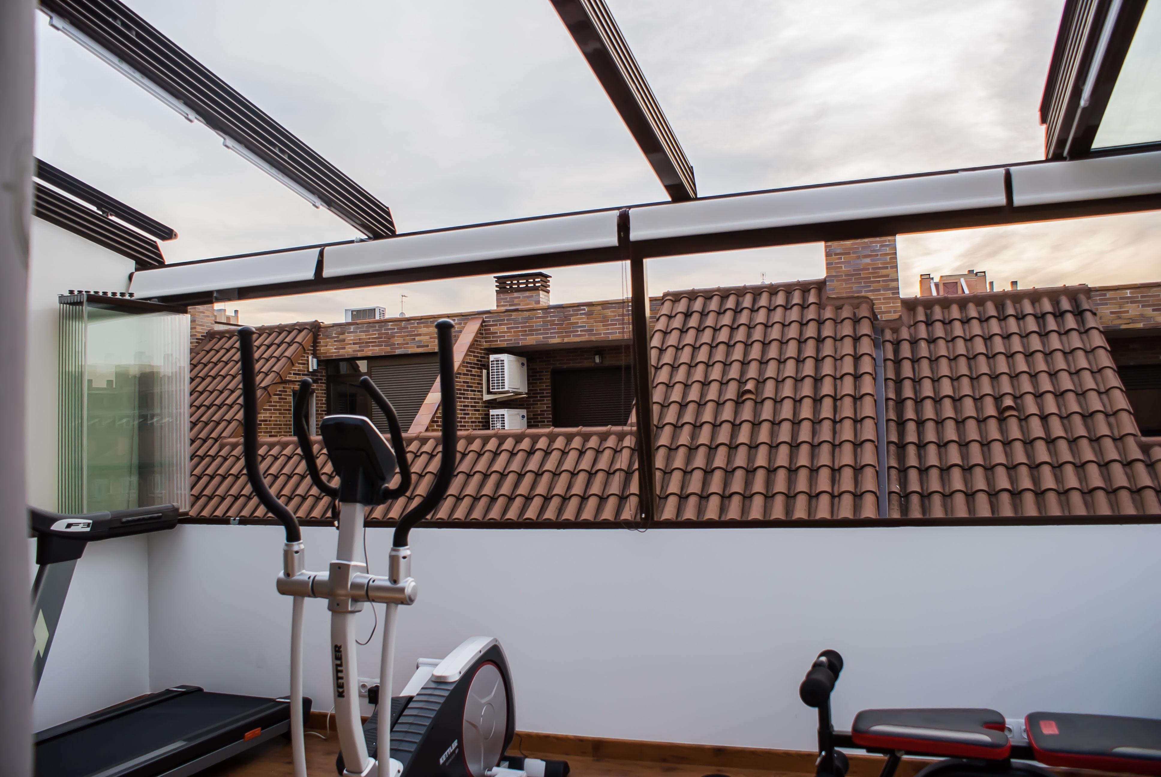 Fraimar aluminios s l techos cortinas de cristal y for Materiales para cubrir pergolas
